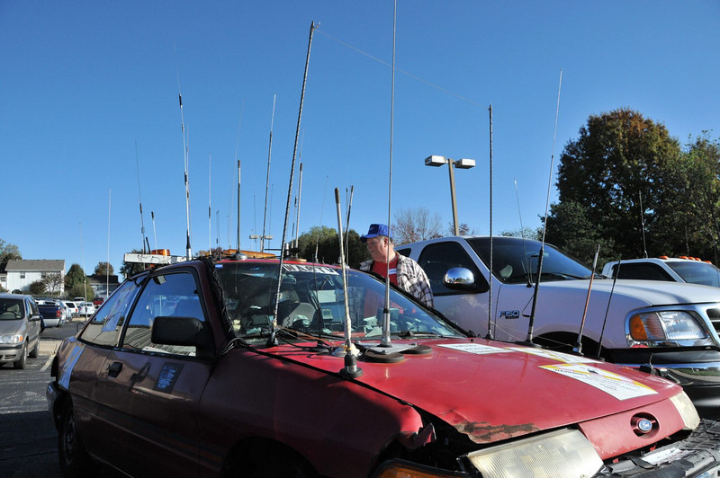 Hamfest in Belton, Mo. WA0TV car with lots of antennas